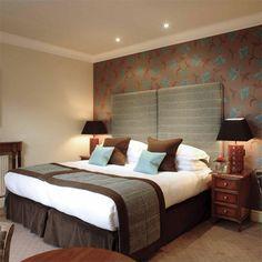 aqua and brown - my favorite combo cozy-bedroom-hotel-room-design. Small Room Bedroom, Trendy Bedroom, Cozy Bedroom, Bedroom Colors, Small Rooms, Modern Bedroom, Bedroom Decor, Bedroom Ideas, Bedroom Lighting