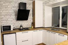 تجديد شقة صغيرة قبل و بعد apartment transformation Flat Screen, Kitchen Cabinets, Diy, Home Decor, Flat Screen Display, Decoration Home, Bricolage, Room Decor, Kitchen Cupboards