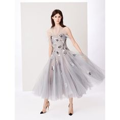 Oscar de la Renta Dégradé Leaf-Embroidered Tulle Gown (152,750 MXN) ❤ liked on Polyvore featuring dresses, gowns, oscar de la renta gowns, embroidered tulle gown, tulle ball gown, sequin evening dresses and grey evening gowns