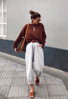How to wear Slouchy jeans? What do Slouchi jeans go with? Fashion tips from stylists and looks with Slouchy jeans. Mode Outfits, Trendy Outfits, Fall Outfits, Summer Outfits, Fashion Outfits, Skirt Outfits, Modest Fashion, Outfits Jeans, Trendy Jeans
