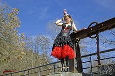 """Coiffe """"Candy Circus"""" 35€ Je crée également des coiffes sur mesures. Retrouvez moi sur Facebook www.facebook.com/... ou sur mon site internet www.labulledelise... I send in the world! :) Modèle : Charlotte Bustier et jupon : Miss Cherry Bang https://www.facebook.com/misscherrybang/? Chapeau: La bulle de Lise https://www.facebook.com/bulledelise/ Photographie : Mag'ins Photo kabook.fr http://magins-photo.kabook.fr/"""