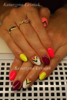 by Kasia Leśniak Indigo Nails Lab - Find more Inspiration at www.indigo-nails.com #Nail #Nailsart #Mani #Aztec #Neon