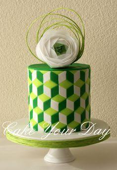 Wedding cake green shades.  - Wedding Cake with green geometric shapes. Ranunculus wafer paper flower. Bruidstaart in groen met geometrische vormen. Ranonkel bloem van ouwel.