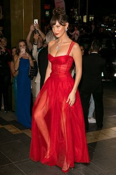 Glamouröse Outfits, Classy Outfits, Fashion Outfits, Elegant Dresses, Pretty Dresses, Beautiful Dresses, Iconic Dresses, Gala Dresses, Red Carpet Dresses
