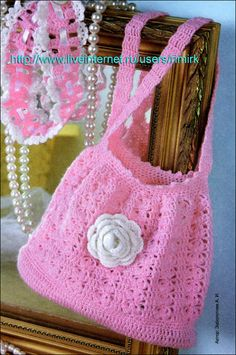 Uncinetto d'oro: La borsa.(THis may be a diaper bag, but I would make a purse out of it.) I would crochet it straight up and put a band around it without decreasing, then I would put elastic  or a draw string at the top..Looks easy. You do it anyway your hearts desire...Helen