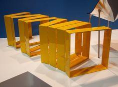 Paolo Ullian デザインの「Row Bench」。形を自由に変えられ、一瞬、椅子なのかな?と疑いたくなる