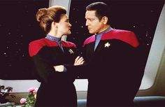 Captain Janeway and Chakotay - The Cloud - Gif Great Love Stories, Love Story, Captain Janeway, Kate Mulgrew, Star Trek Voyager, Her Smile, Live Long, My Heart Is Breaking, For Stars
