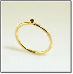 Coleção Miscelânea  - Redonda - Em ouro amarelo 18k e rubi