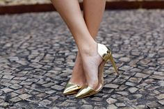 what-do-i-wear: LUIZA BARCELOS GOLDEN SHOES (image: theblondesalad)