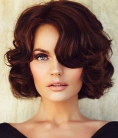 Short Curls - Retro Hair and Makeup Ideas That Will Transport You to Another Era - Photos