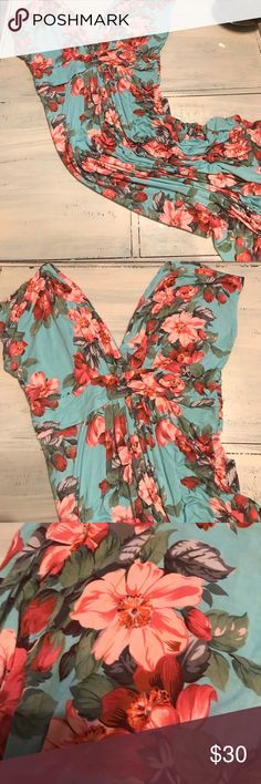 Floral maxi dress Beautiful cotton maxi dress ! Great neck line super comfy! In perfect condition IMAN Dresses Maxi