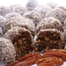 Make and share this Chocolate Rum Balls recipe from Genius Kitchen. Pudding Desserts, Holiday Baking, Christmas Baking, Christmas Cookies, Xmas Food, Christmas Sweets, Christmas Candy, Kos, Brownies