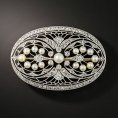 Our original Edwardian jewelry shows off the authentic beauty of the early century. Shop Edwardian engagement rings, diamond rings and necklaces now. Bijoux Art Deco, Art Deco Jewelry, Fine Jewelry, Edwardian Jewelry, Antique Jewelry, Vintage Jewelry, Antique Gold, Wedding Rings Vintage, Antique Engagement Rings