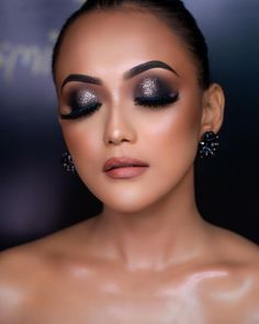 If the fair is lovely, then dusky is divine! Exotic, Olive, Sun-kissed, tanned whatever name you call it, the dusky skin has garnered worldwide admiration. When it comes to dusky skin tone makeup, there are multiple misconceptions. From the right foundation shade to lip shade for dusky skin tone women, here are 6 Essential Bridal Makeup Tips for Dusky Skin. Bridal Makeup For Fair Skin, Bridal Makeup Tips, Fair Skin Makeup, Eye Makeup, Dusky Skin, Toned Women, Bridal Make Up, Makeup Looks, Foundation Shade