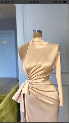 Find images and videos about beauty, dress and silk on We Heart It - the app to get lost in what you love. Glam Dresses, Event Dresses, Fashion Dresses, Stunning Dresses, Beautiful Gowns, Pretty Dresses, Classy Dress, Classy Outfits, Elegant Dresses Classy