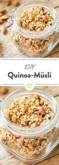 Müsli selbstgemacht. Statt Haferflocken kommt gekochter Quinoa in die Schüssel. Und dazu: Chia-Samen und eine Handvoll Nüsse.