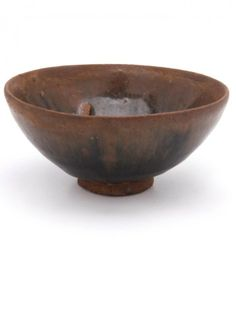 AN OLD CHINESE TEA BOWL Decorated in a 'hare's fur' glaze. Dia. 10cm.