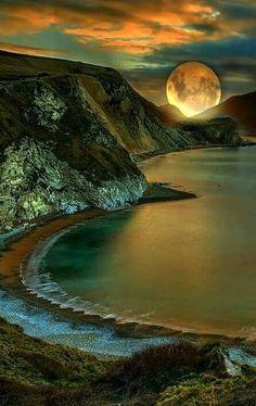 A Beautiful moon. Beautiful Moon, Beautiful World, Beautiful Places, Beautiful Pictures, Beautiful Scenery, Landscape Photography, Nature Photography, Camping Photography, Photography Ideas