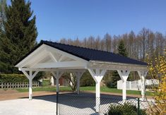 Carport Weiß mit Satteldach - Solarterrassen & Carportwerk GmbH Carport white with gable roof - Sola Carport Patio, Carport Plans, Pergola Diy, Carport Garage, Deck With Pergola, Outdoor Pergola, Covered Pergola, Pergola Shade, Pergola Plans