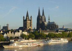 ドイツには数多くの大聖堂がありますが、その中でも最も大きく、多くの人を魅了してやまないのがケルン市にあるケルン大聖堂です。ドイツだけでなく世界最大規模のゴシック建築の大聖堂は、見る者を魅了する荘厳な作りの2つの塔や美しいステンドグラス、貴重な品々が納められた宝物館など外観・内観共に見どころが多いのが特徴です。  今回はケルン大聖堂を楽しむために、知っておくとお得な情報をご紹介します。また、ケルン大聖堂のあるケルンはオーデコロン発祥の場所としても有名なので、大聖堂を堪能したらお好みのオーデコロンを探しに行くのもオススメですよ。
