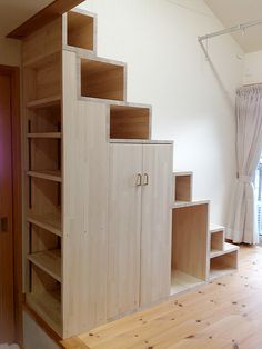 50 Amazing Under Stair Storage Solutions To Spruce Up Your Home - Engineering Di. - 50 Amazing Under Stair Storage Solutions To Spruce Up Your Home – Engineering Discoveries - Tiny House Stairs, Tiny House Loft, Stairs In Living Room, Tiny House Storage, Loft Stairs, Tiny House Living, Tiny House Design, Staircase Storage, Loft Storage