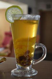 Vánoční punč Lemonade Cocktail, Beverages, Drinks, Russian Recipes, Mojito, Pint Glass, Cooking Recipes, Tableware, Smoothie