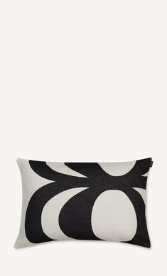 The classic black and white Kaivo pattern decorates this rectangular cotton and polyester blend cushion cover that measures 40 cm x 60 cm.