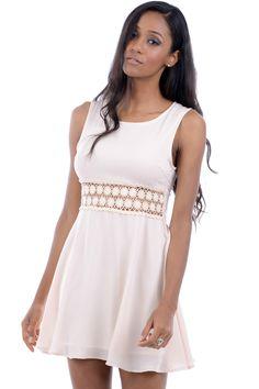 Nye kjoler er kommet på lager, se denne søde hvide minikjole med sød blomster blonde http://beautyanddresses.dk/-korte-kjoler/hvid-minikjole.html