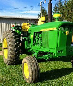 John Deere 2010, Old John Deere Tractors, Diesel Performance, John Deere Equipment, Mean Green, Farming, Antique, Classic, Tractors