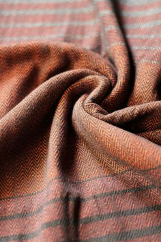 The new arrival, Beenda Madera is a herringbone woven Indajani wrap  with colors of brown, orange, and beige. The combination of colors create a beautiful and unique copper tone in the wrap! It is a soft wrap with colors that celebrate the nature and wood.  Indajani Fular/Kantoliina.