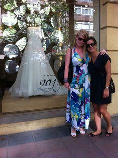 Kezia de Bodastory visitando tiendas de novias en Madrid con Cinthya