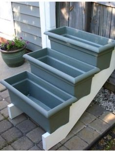 Purchase stair risers, add some window boxes, and you've got a perfect place for an herb garden. Purchase stair risers, add some window boxes, and you've got a perfect place for an herb garden. Culture D'herbes, Small Herb Gardens, Diy Garden Projects, Garden Boxes, Diy Garden Box, Window Boxes, Stairs Window, Garden Planning, Backyard Landscaping