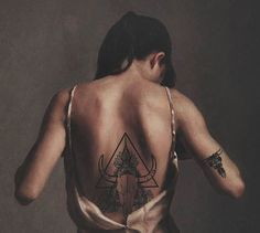 En esta ocasión me gustaría compartirles unas ideas increíbles de tatuajes en la espalda para mujeres que como siempre les compartimos las mejores ideas en tatuajes para diferentes partes del cuerpo, de los cuales tu podrás elegir el diseño adecuado para ti o al menos tomar un poco de inspiración para hacerte uno. Esta ocasión le toca el turno a los tatuajes para la espalda, que es una idea que es muy imitada ya que es una parte muy sensual y te va a encantar el resultado o espero que lo…