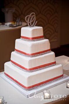 I would have plum ribbon with round tiers and an L on top of course :)