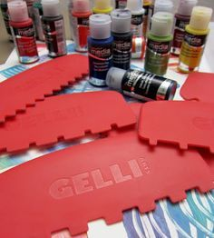 This video shows a painterly approach to a combed Gelli® print — then takes it to the next level by adding watercolors! Take a look!