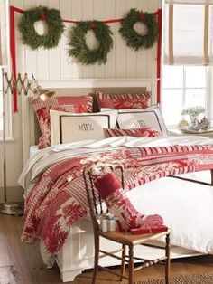 Charming Christmas Bedroom - wreaths above bed