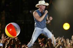Best Country Singers, Country Music, Kenney Chesney, Cool Countries, Your Music, Comebacks, Eye Candy, Handsome, Stars
