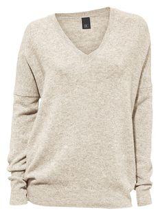 Einen Basic-Pullover sollte jede Frau im Schrank haben – der V-Pulli von B.C. ist dafür ein geeigneter Kandidat. Mit seinem Cashmere-Anteil ist er besonders weich und anschmiegsam, die leicht überschnittenen Schultern bieten außerdem jede Menge Bewegungsfreiheit!