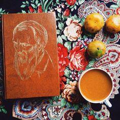 254 отметок «Нравится», 13 комментариев — Книги (@bookmoments_) в Instagram: «Кто Ваш любимый автор? 📷 @yulechka.luvlik  #bookmoments»