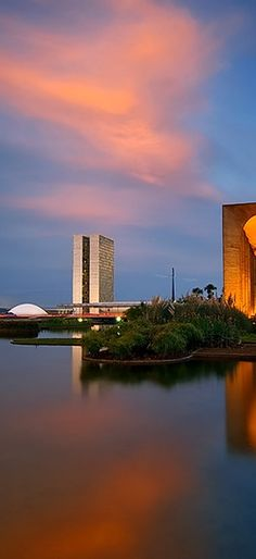 Brasilia sky, trait of the architect, Brazil World Cities, Countries Of The World, Beautiful Places In The World, Wonderful Places, Places To Travel, Places To See, Ecuador, Brazil Travel, Holiday Places