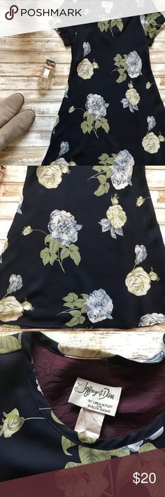 Beautiful flower dress Super cute dress. Can be styled with pair of heels 👠 or just with white tennis shoes 👟. It is in good condition and fits size s Dresses