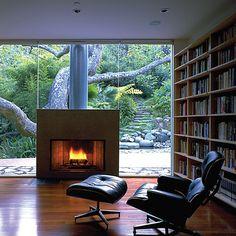 Acompaña tu biblioteca con una cómoda silla de lectura. Relájate y piérdete entre las páginas ...Inspírate con Gogetit! Más fotos en: http://instagram.com/Gogetitpa