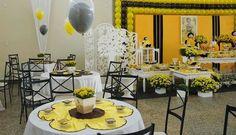 """""""A abelha-mestra; E as abelhinhas Estão todas prontinhas; Para ir para a festa Num zune-que-zene; Lá vão pro jardim Brincar com a cr... Bday Girl, 2nd Birthday, Birthdays, Table Settings, Baby Shower, Table Decorations, Party, Home Decor, Bumble Bee Birthday"""