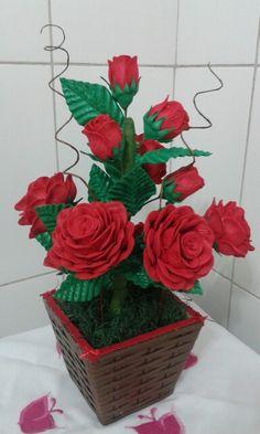 Vaso de rosas vermelhas de eva