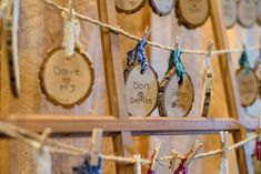 A great DIY for your rustic outdoor wedding. Use small wood slices to write down the name of your guests and table number. Tipi Wedding, Wedding Signs, Wedding Table, Rustic Wedding, Diy Craft Projects, Diy Crafts, Owl Home Decor, Countryside Wedding, Cottage Chic