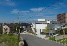 View from above of House in Toyonaka by Yo Shimada, from Tato Architects. The house was built on an open and irregular site, between a triangular plot and an agricultural area.
