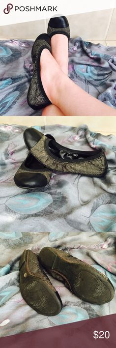 Jessica Simpson size 6B flats Pre-owned in good condition super cute. Size 6B Jessica Simpson Shoes Flats & Loafers