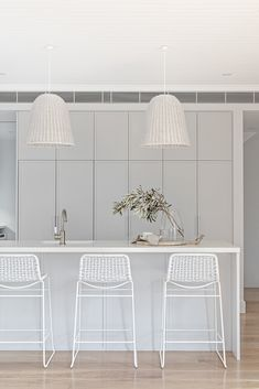 Classic & timeless Hamptons styled project by The Stables displaying a unique combination of contemporary and traditional interior design. The Astra Walker Signature range in Brushed Platinum adding a sophisticated touch to this beautiful kitchen. Quirky Home Decor, Handmade Home Decor, Cheap Home Decor, Beautiful Kitchens, Beautiful Interiors, Home Decor Styles, Home Decor Accessories, Villas, Interior Styling