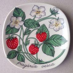 Arabia Finland By Esteri Tomula Plate Strawberries Dish 12x12cm