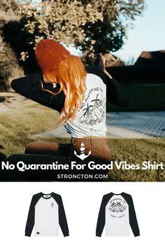 Good Vibes lassen sich nicht in Quarantäne stecken, es gibt genug andere Dinge für die wir dankbar sind. Das brandneue Longsleeve wurde aus 100 % hochwertiger Bio-Baumwolle unter fairen Bedingungen produziert. 1€ spenden wir an THE STRONCTON FOUNDATION. Ein Shirt zum Wohlfühlen, es ist super bequem sitzt und passt gut. Mehr nachhaltige Streetwear und Stuff findest du bei Stroncton im Online Shop. #longsleeve #t-shirt #stroncton #stronctonfamily #heartoverbucks #klamotten #fair #sustainable Longsleeve, Baseball Shirts, Good Vibes, Super, My Outfit, Streetwear, Inspiration, Clothes, Collection